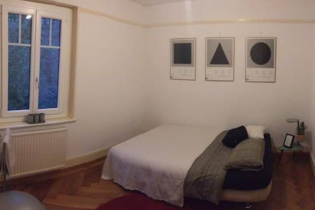 Jolie chambre dans quartier tranquille - Pully - アパート