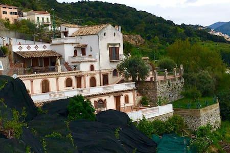CETARA LEMON'S RESORT ALOE HOUSE - Cetara - Hus
