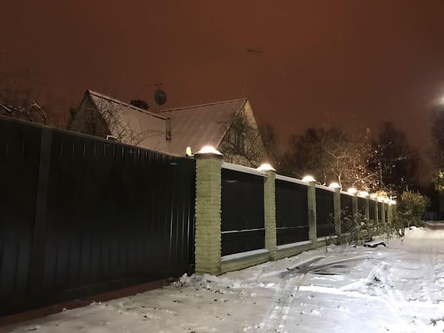 Дом в Пушкине. Дворцы и парки.