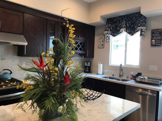 NEW LUXURY HOME/3 MI FR DISNEYLAND - Garden Grove - House