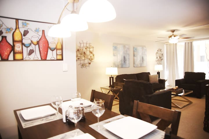 Cozy and Modern Condominium in Old Town!