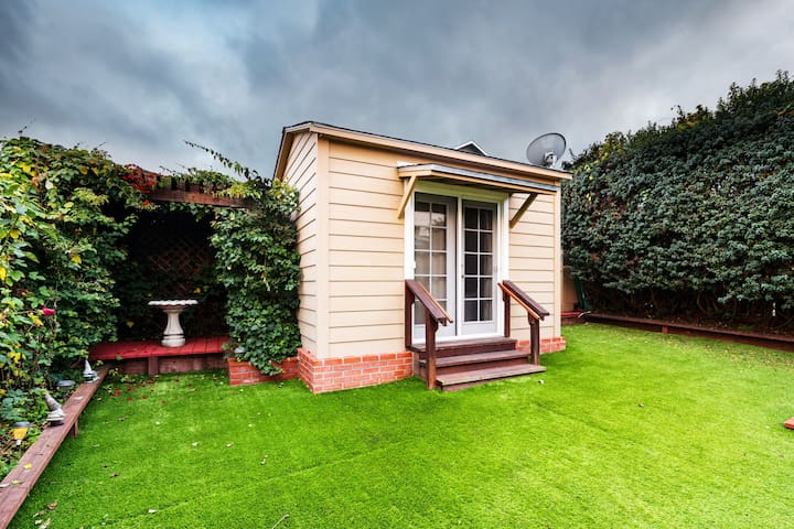 CUTE ❤️ TINY HOME ❤️5 MINS TO SFO ❤️ BBQ PATIO