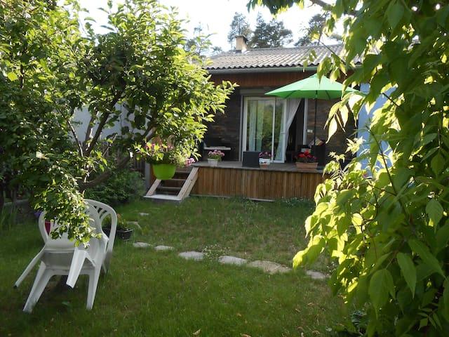 Maison bien ensoleilléé , jardin - Jausiers