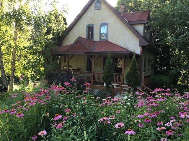3 Bedroom Private Cottage Farmstay w/Kitchen - La Farge - ที่พักพร้อมอาหารเช้า