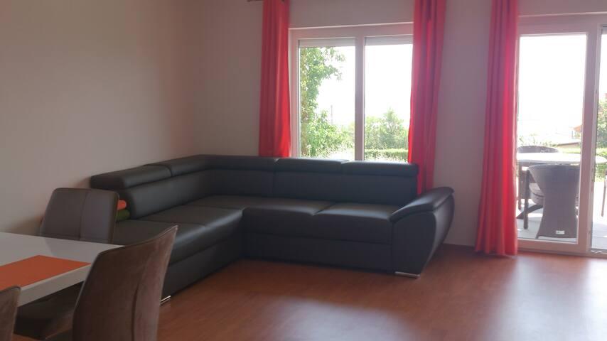 Apartment 1 Wohnzimmer mit Sofa