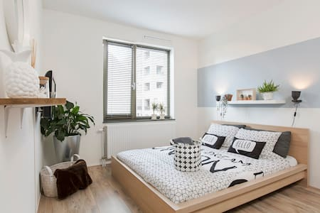 Sunny, modern, new room close to city incl.2 bikes