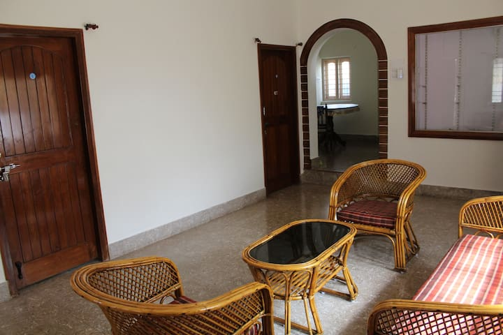 Feel home, Cozy 2bhk in Gokulam (near yoga shalas)