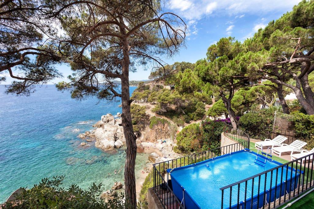 Swimming Pool, beach and the amazing view in Costa Brava