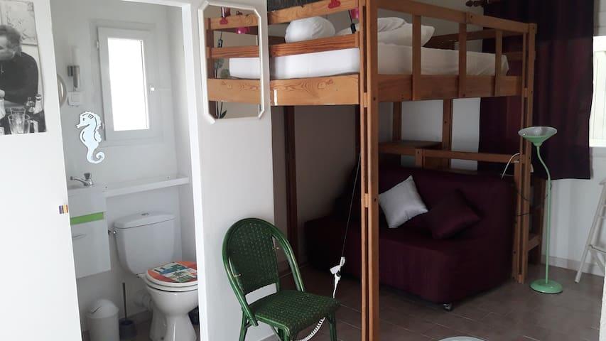 Chambre indépendante tout confort*