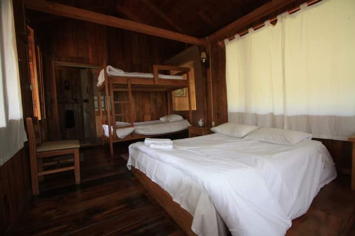 La Providencia de Mindo Wooden House Room 2