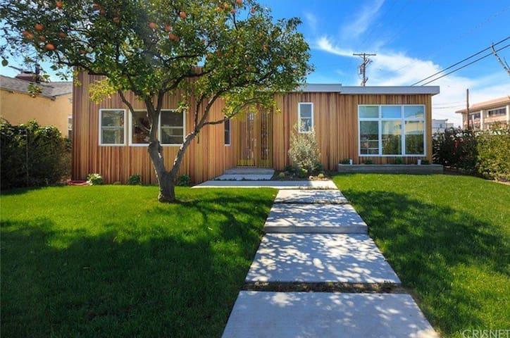Ultra Modern Private Home in Sherman Oaks - Los Angeles - Ev
