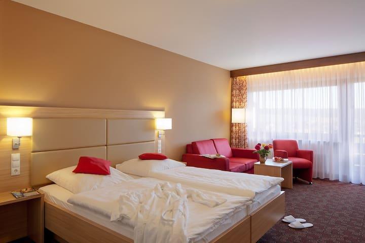 Hotel Konradshof, (Seewald-Besenfeld), Klassik-Zimmer mit Balkon, 34qm, max. 2 Personen