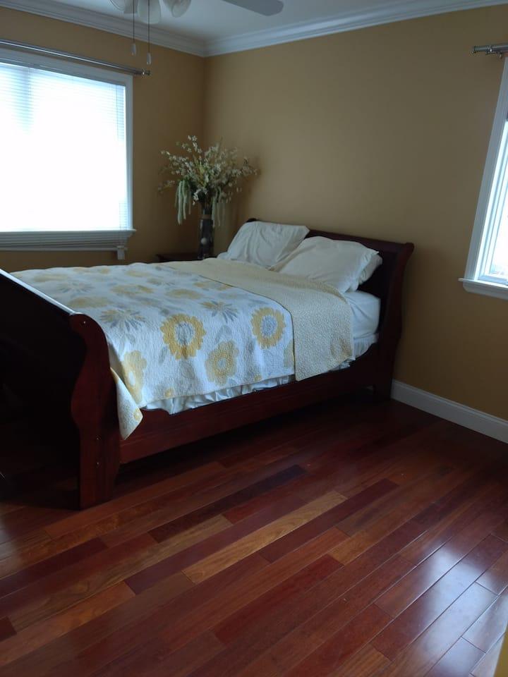 Queens house bedroom 2
