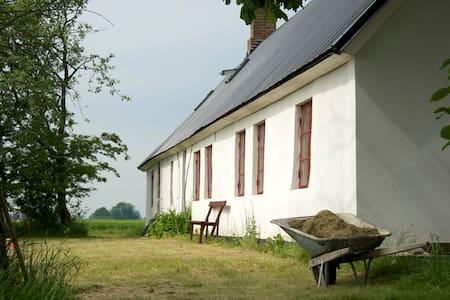 Big, old farm house in Österlen - Borrby