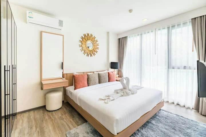 巴东海滩网红豪华公寓 2卧大床房 无边泳池 厨房 阳台 顶楼海景露台 购物生活超方便 闹中取静好舒适