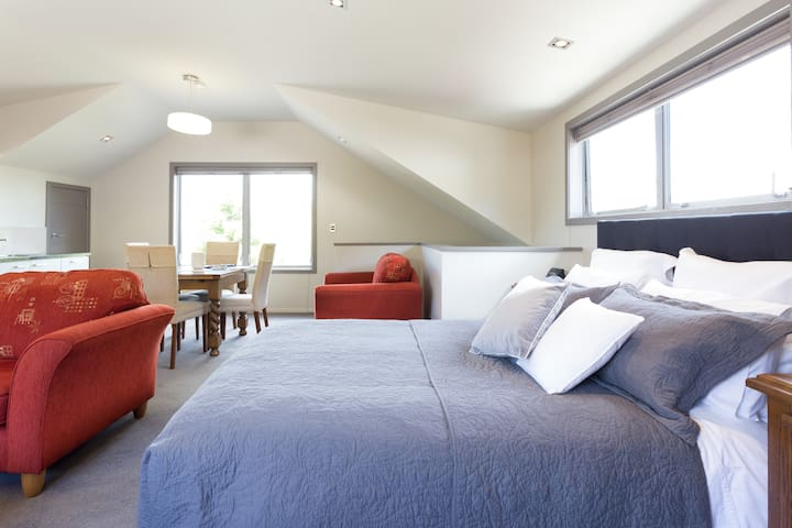 Arrowtown Luxury Light-filled Studio - Arrowtown - Apartment