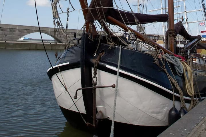 Historische Tjalk in Lelystad of een andere haven - Lelystad - Bateau