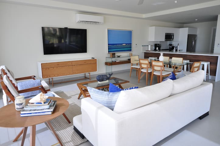 Azuero Lodge: Luxury Beachfront condo- Playa Venao