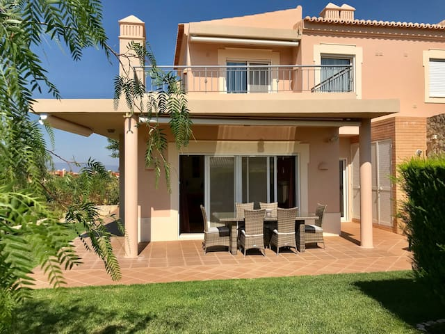 Casa Pinta | On golf resort with great view!