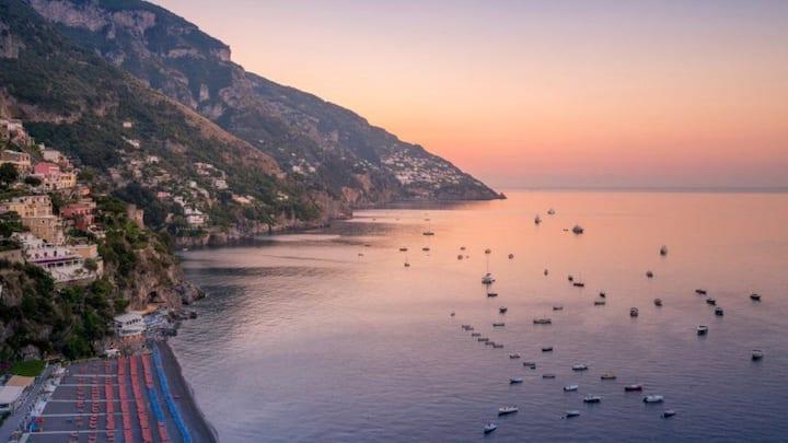 Positano sunrise and breakfast on boat
