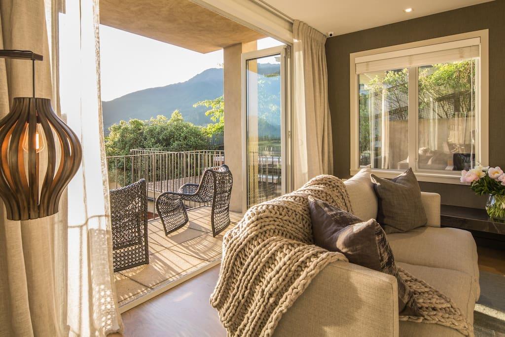 Sunny lounge & balcony