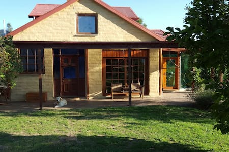 Oak Tree Cottage - North Lilydale