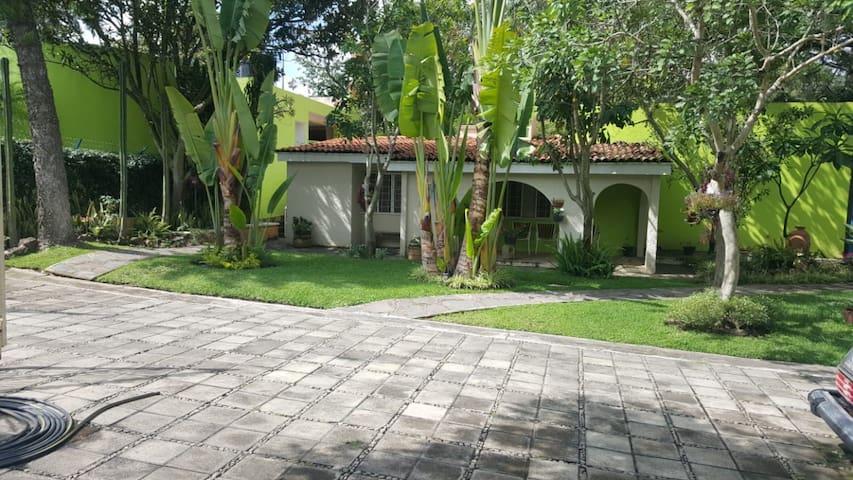 Hermosa casa de campo con grandes jardines