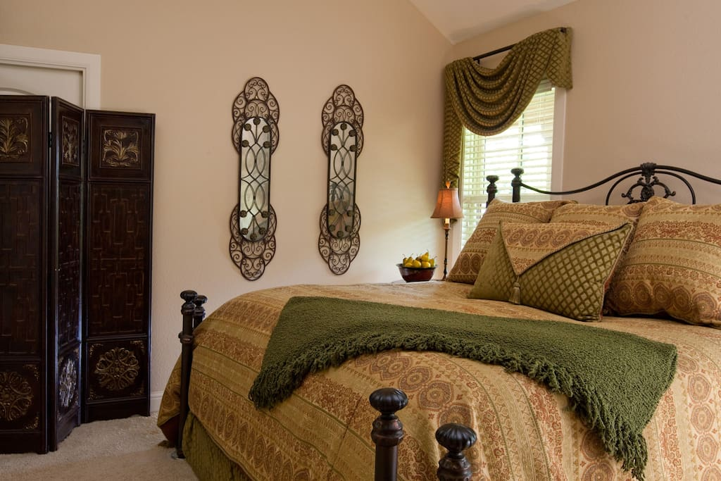 King bed with large walk-in closet