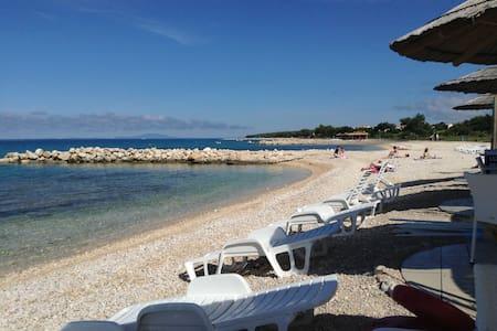 Little cosy place on the beach - Kolanjski Gajac