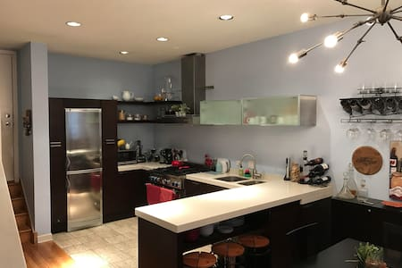 Perfect River North Townhome - Chicago