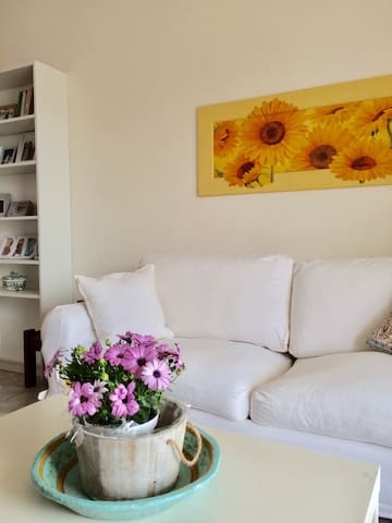 Sunny apartment close to the airport