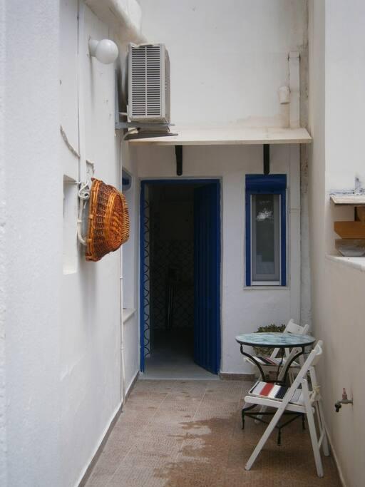 κύρια είσοδος- main entry