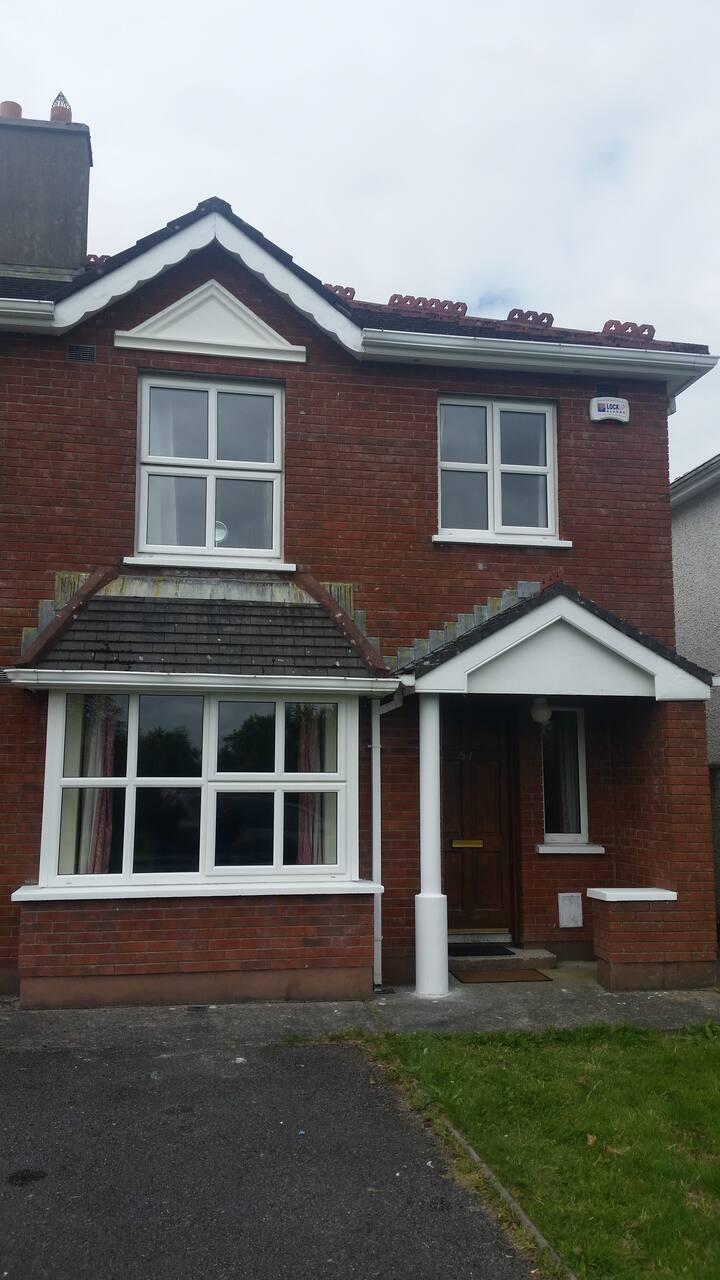 Quiet suburban semi-detached 4 B/R house in Sligo