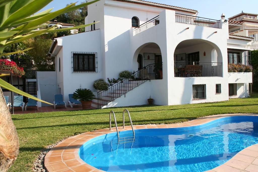 Spacious villa with private pool, seaview and green garden.