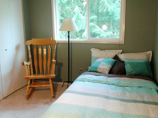 Comfy, Private Bed/Bath in Kirkland - เคิร์กแลนด์ - บ้าน