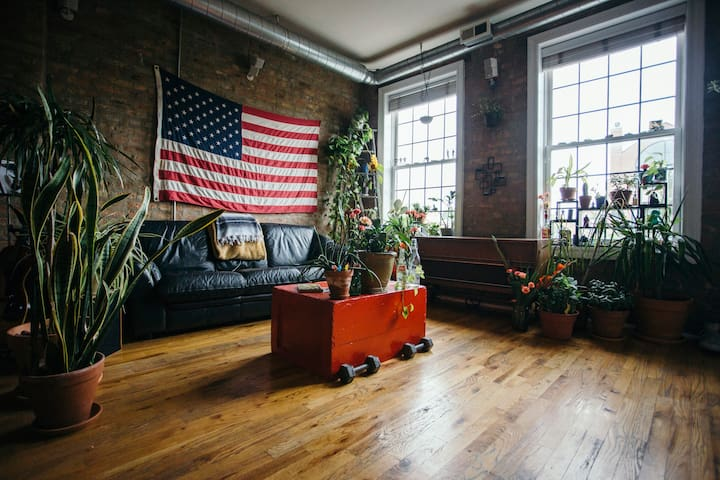 Spacious, Sunny, Plant Filled Chicago Condo