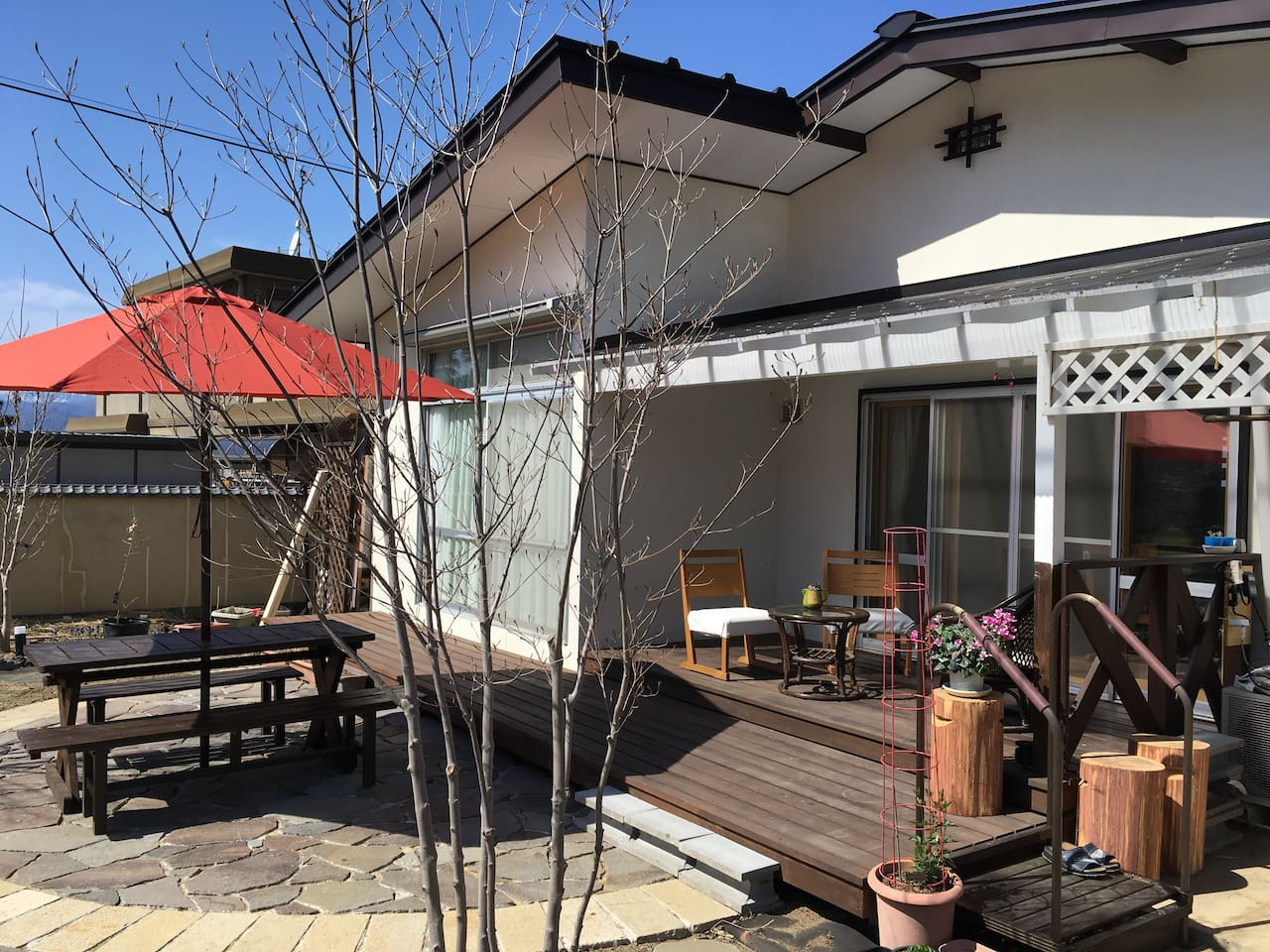 You can use the garden table freely.ガーデンテーブルはご自由にお使いいただけます。