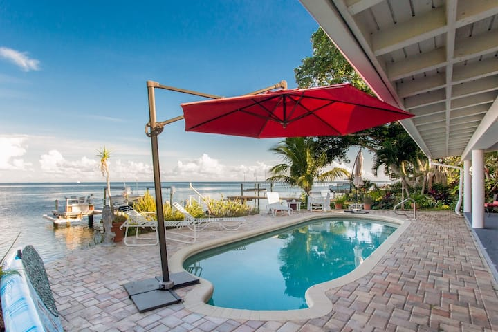 Waterfront 3/2 Home Close to Downtown & Beaches