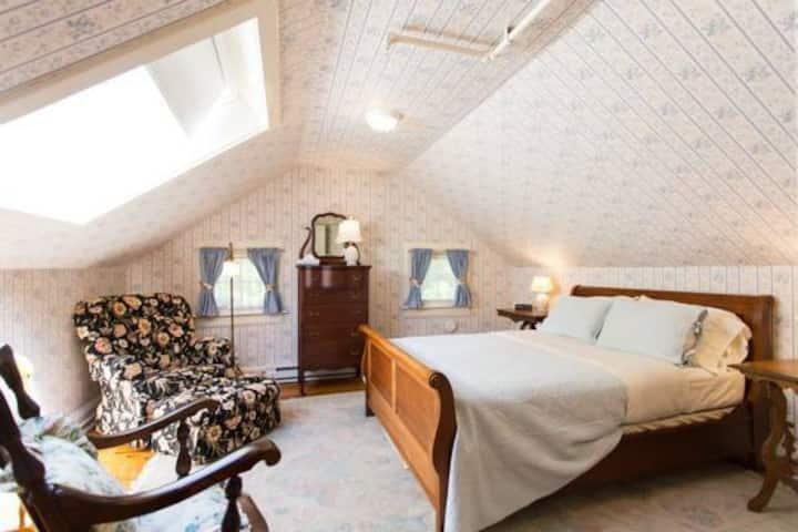 Room 15: Cecile's Room - Apple Tree Inn