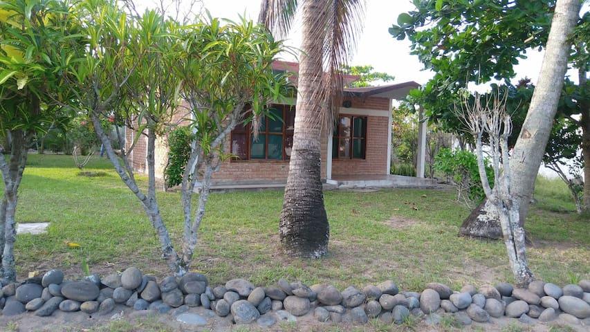 Casa en Costa Esmeralda con 2 habitaciones.