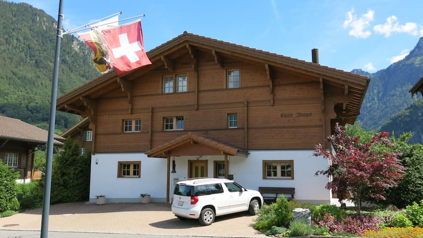 Five Star Chalet Margot 1 - Wilderswil - Hus