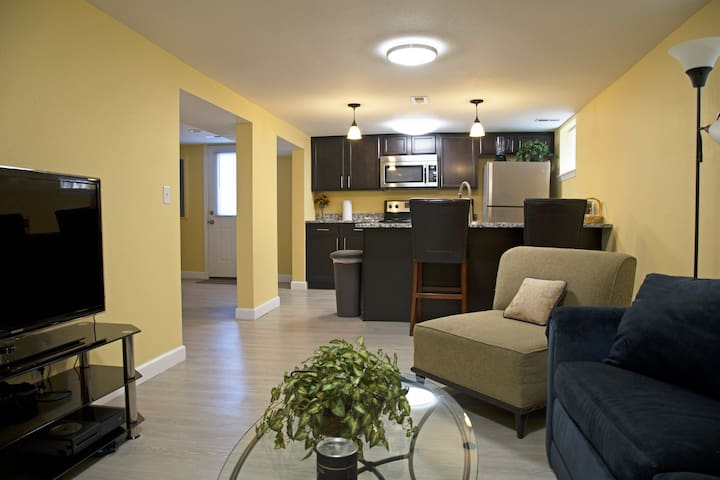 2 Bed 1 Bath New Renovation Great Central Location