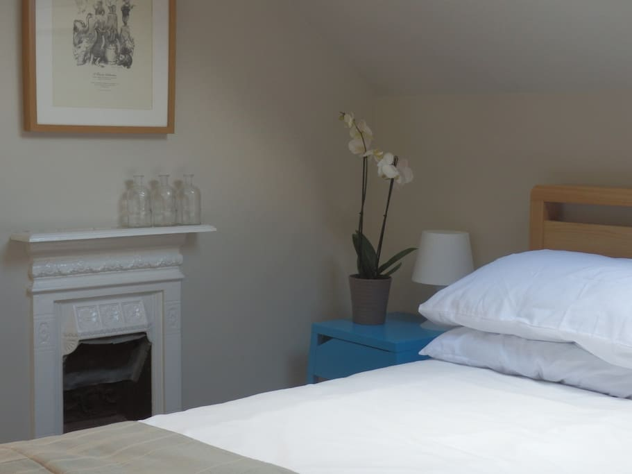 Double room with living room and tv near city houses for for Living room nottingham