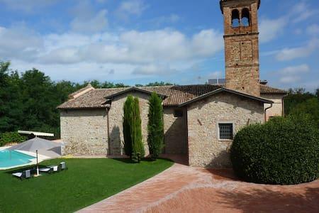 Villa  charme e piscina sulle colline piacentine
