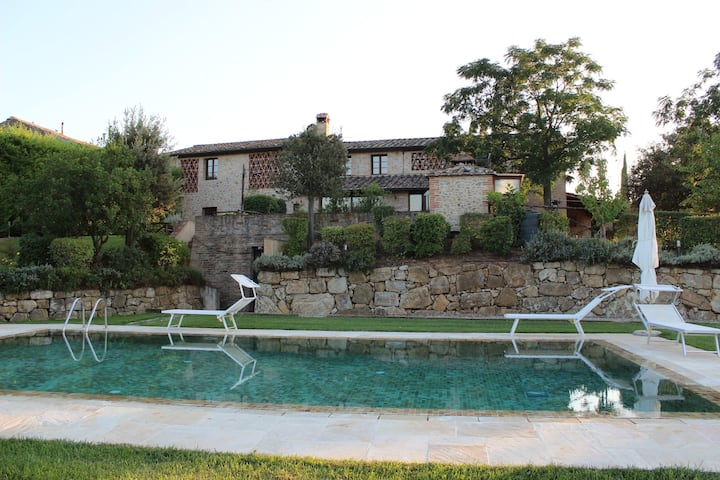Apartment L'OLIVETA with garden and swimming pool