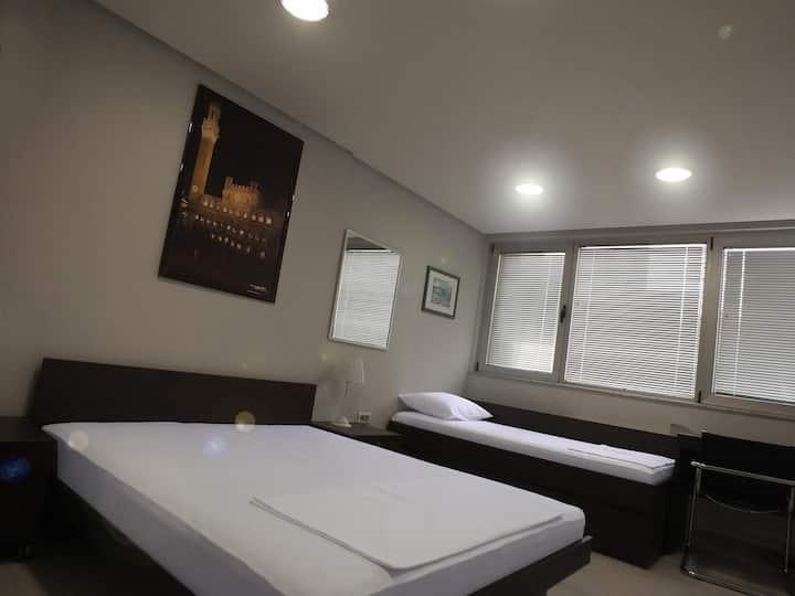 7 HILLS bed&bike quadruple room