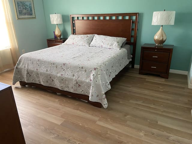 King Size Master Bedroom - New furniture as of June/2020
