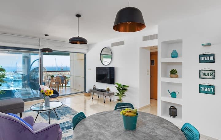 Beach Front dream  1bd Apartment(pool/gym/parking)