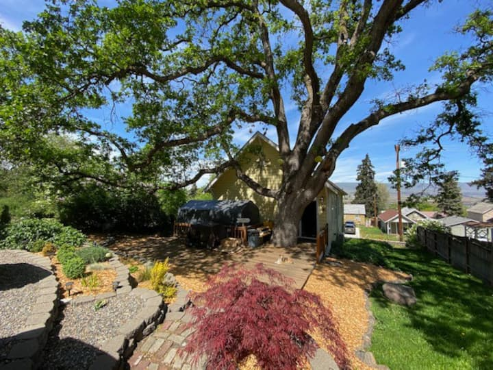 ★Meticulously Remodeled Unit in Historic Church★