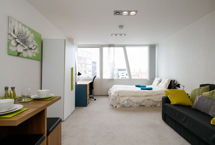 Swanky City Centre 8th floor Studio apartment - Liverpool